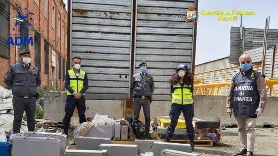 AFRICA PATTUMIERA DELL'EUROPA, SEQUESTRATE NEL PORTO DI NAPOLI 42 TONNELLATE DI RIFIUTI SPECIALI NON DICHIARATI