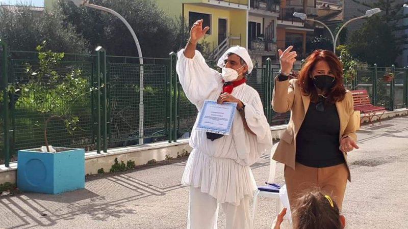 CONTINUA IL TOUR CON IL SORRISO DI PULCINELLA IN PANDEMIA COME TERAPIA VIAGGIO NELLE SCUOLE PRIMARIE DEL BASSO LAZIO