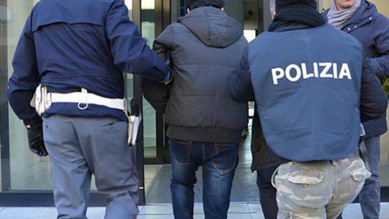 CAVA DE' TIRRENI (SA) POLIZIA ARRESTA UN NAPOLETANO IN TRASFERTA CHE AVEVA TENTATO DI RUBARE L'INCASSO DI UN DISTRIBUTORE AUTOMATICO
