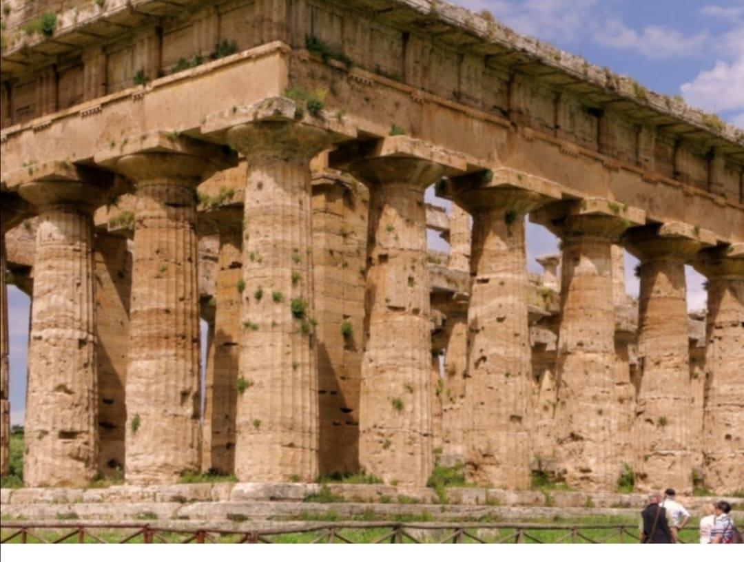 LA BELLEZZA DEI TEMPLI DI PAESTUM IN CAMPANIA: MONUMENTI, STORIA, EDIFICI ROMANI, MUSEO E AREA ARCHEOLOGICA