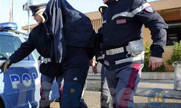 NOCERA INFERIORE (SA) LA POLIZIA ESEGUE L'ARRESTO DI UN RAGAZZO DI 29 ANNI POSSESSORE DI ARMA CON MATRICOLA ABRASA E SENZA ALCUN TITOLO